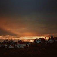Закат над городом :: Сергей Антонов
