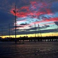 Рассвет над Ялтинской набережной :: Евгений Персианов