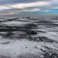 На льду. :: Павел Петрович Тодоров