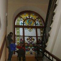 Витраж в Ростовской консерватории :: татьяна