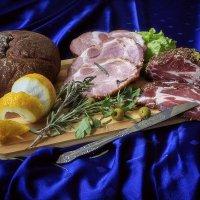 Натюрморт с копченым мясом :: Ирина Приходько
