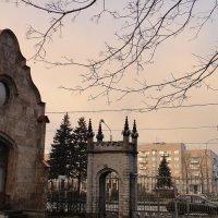 Главные ворота Орловского парка и домик привратника :: Елена Павлова (Смолова)
