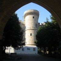 Греция. Родос. Башня дворца великих магистров. :: Лариса (Phinikia) Двойникова