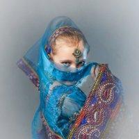 Девочка в костюме для восточного танца :: Олег Дроздов