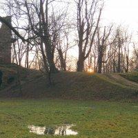 Трехъярусная башня-руина :: Елена Павлова (Смолова)