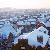 Крыши в снегу после сильного снегопада :: татьяна