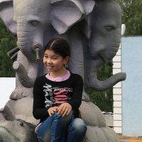 Китаяночка и  слоники.. :: Валерия  Полещикова