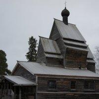 Георгиевская церковь, стоящая на первоначальном месте на берегу Юксовского оз. :: Елена Павлова (Смолова)