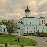 Собор Трех Святителей в Спасо-елеазаровом монастыре :: Олег Попков