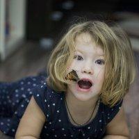 Бабочка удивила,испугала. :: Ирина Остроухова