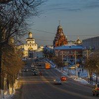 Есть улицы центральные... :: Сергей Цветков
