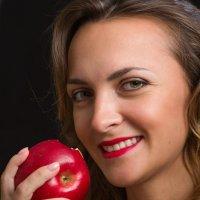 Красное яблоко :: Анатолий Тимофеев