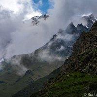 На скалах Безенгийского ущелья :: Сергей