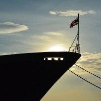 Военный корабль на закате :: diamant Татьяна Головина