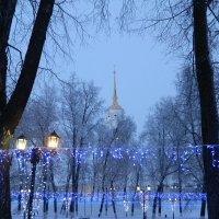 Вид колокольню Успенского собора из парка Пушкина :: Andrew