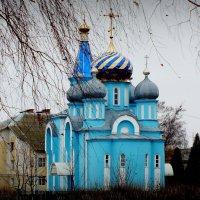 Храм в поселке Красное :: Александр Прокудин