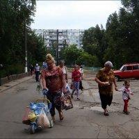 Бабушки всегда на посту! :: Нина Корешкова