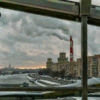 Направо – трубы ТЭЦ в пространстве, как надзиратели, взошли :: Ирина Данилова