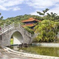 Китайский пейзаж с пагодой и белокаменным мостом... :: Cергей Павлович