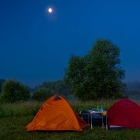Наш лагерь в туманной ночи :: Александр Березуцкий (nevant60)