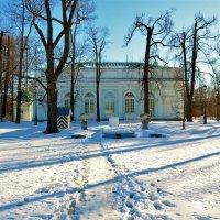 Снежная тропинка к павильону На Острову... :: Sergey Gordoff