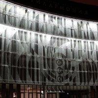 Стеклянный фасад филармонии с органным залом. Пенза :: Валерия  Полещикова
