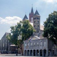 Вид с площади в Маастрихте на Соборы :: Witalij Loewin