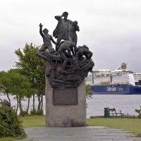"Памятник норвежскому ""Макарову"" :: Александр Рябчиков"