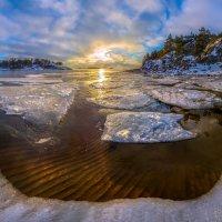 Пляж под льдинами. :: Фёдор. Лашков