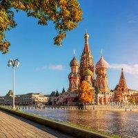 Золото осени глазами собора :: Юлия Батурина