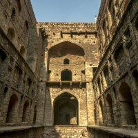 Baoli -сооружение для сбора вода в Дели в 20 веке :: Oleg