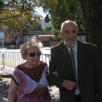 Мои родители на прогулке в день золотой свадьбы... :: Алекс Аро Аро