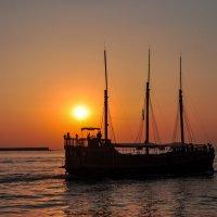 Корабль на закате :: Нелли