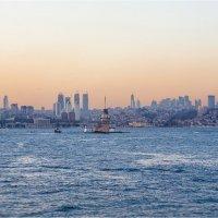 Вечерний Стамбул с воды и Девичья башня :: Ирина Лепнёва