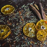 Натюрморт с дисгармоничной сумбурной композиционной структурой. :: Анна Исенева