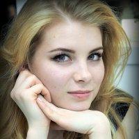 поймать её взгляд :: Олег Лукьянов