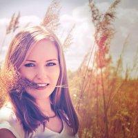 девушка в поле :: Лаура Версаче
