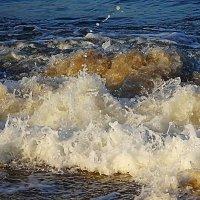 Волны морские бьются о камни... :: Маргарита Батырева