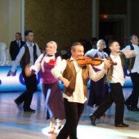 Еврейский зажигательный танец на свадьбе :: Алекс Аро Аро