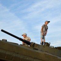 Играют мальчики в войну. :: Иван Сурков