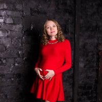 Беременная девушка на чёрном фоне :: Valentina Zaytseva