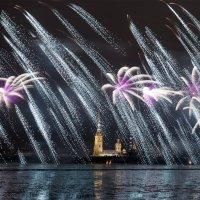 С Наступающим Новым Годом ( вчерашний салют в Санкт- Петербурге) :: Игорь Маснык