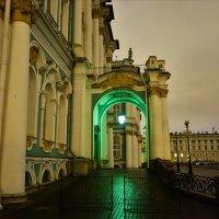 Зелёный фонарь Зимнего дворца... :: Sergey Gordoff