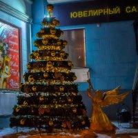 Новогодняя ёлочка у ювелирного салона. :: Виктор Иванович