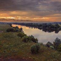 Хмурый летний вечер :: Юрий Клишин