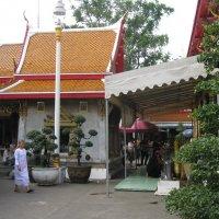 Бангкок. Возле храма. :: Лариса (Phinikia) Двойникова