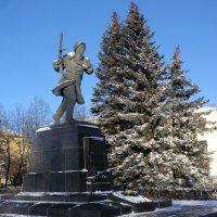 Памятник Александру Матросову в Великих Луках... :: Владимир Павлов
