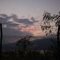 закат за колючей проволокой :: Sofia Rakitskaia