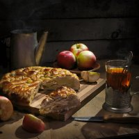 Шарлотка с яблоками. :: Сергей Фунтовой