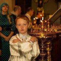 Причастник на ночной литургии :: Мария Корнилова